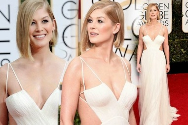 Golden-Globes-2015-Rosamund-Pike-is-looking-foxy-in-a-white-dress