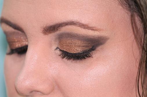 makeup-377618_1280