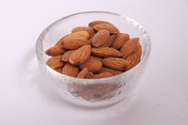 almonds-929401_960_720