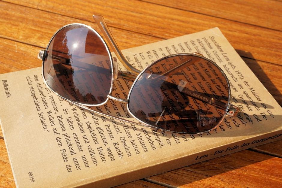 sunglasses-1534892_1920
