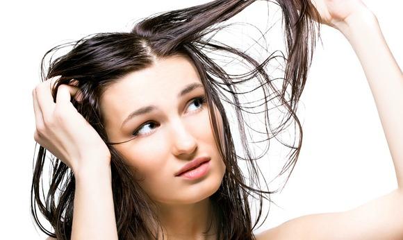 Solution naturelle pour cheveux gras