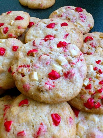 cookies-pepites-de-chocolat-blanc-et-pralines-roses-png